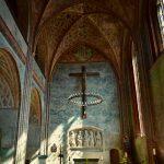 トルコブルーの壁が美しいZiesar城の聖ペテロ・パウロ教会と中世の床暖房